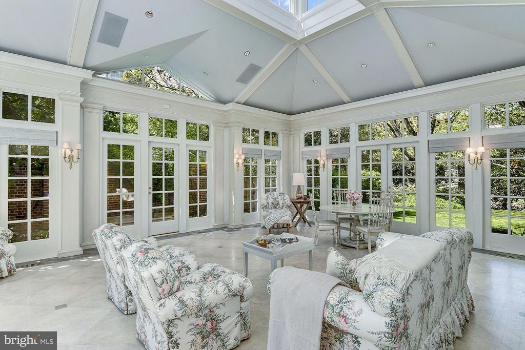 Conservatory with 18' ceilings - 2727 34TH PL NW, WASHINGTON