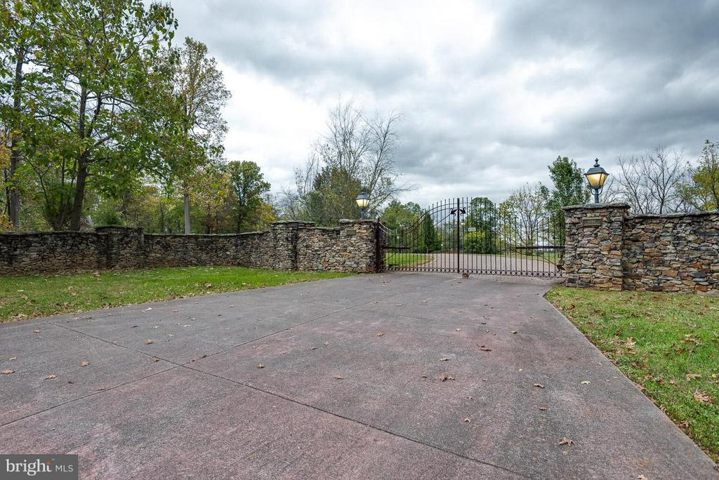 Wrought Iron Gates at main entry to estate - 6586 JOHN MOSBY HWY, BOYCE