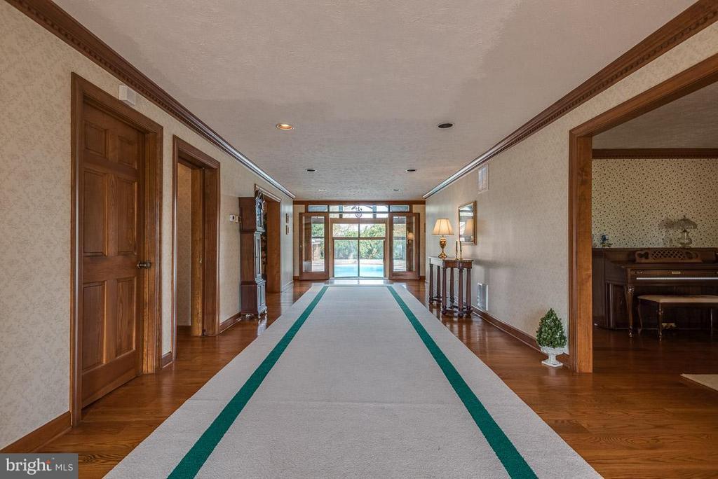 Corridor to back pool & spa - 6586 JOHN MOSBY HWY, BOYCE