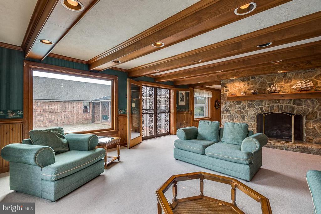 Family Room w/ stone fireplace - 6586 JOHN MOSBY HWY, BOYCE