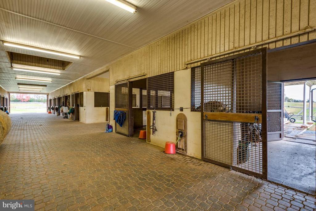 Interior of stable: 14'x14'x14' w/wash bay - 6586 JOHN MOSBY HWY, BOYCE