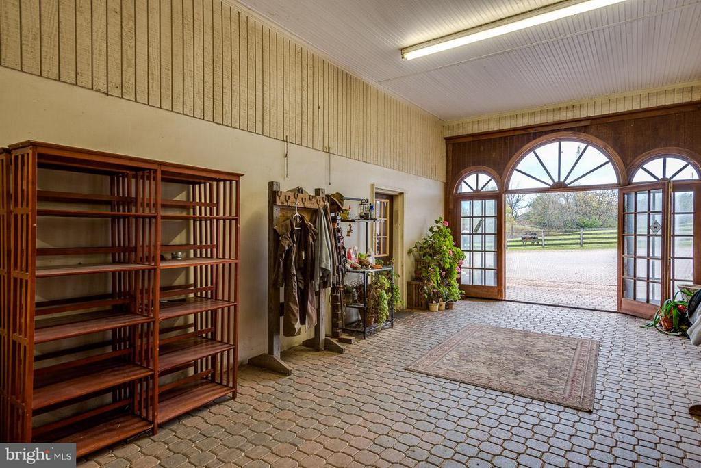 Main entrance to horse stable - 6586 JOHN MOSBY HWY, BOYCE
