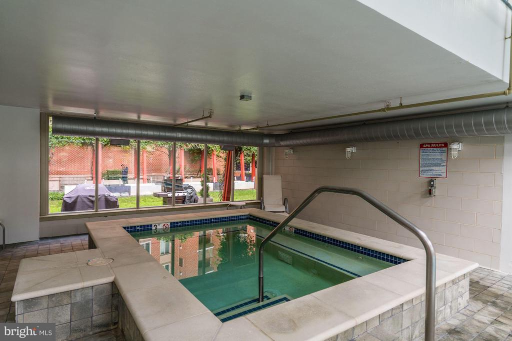 Indoor Jacuzzi - 1000 NEW JERSEY AVE SE #1115, WASHINGTON
