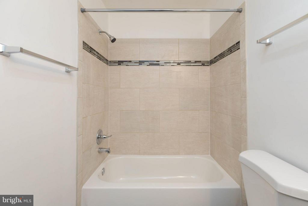 Owners suite bath - 7902 BADENLOCH WAY #204, GAITHERSBURG