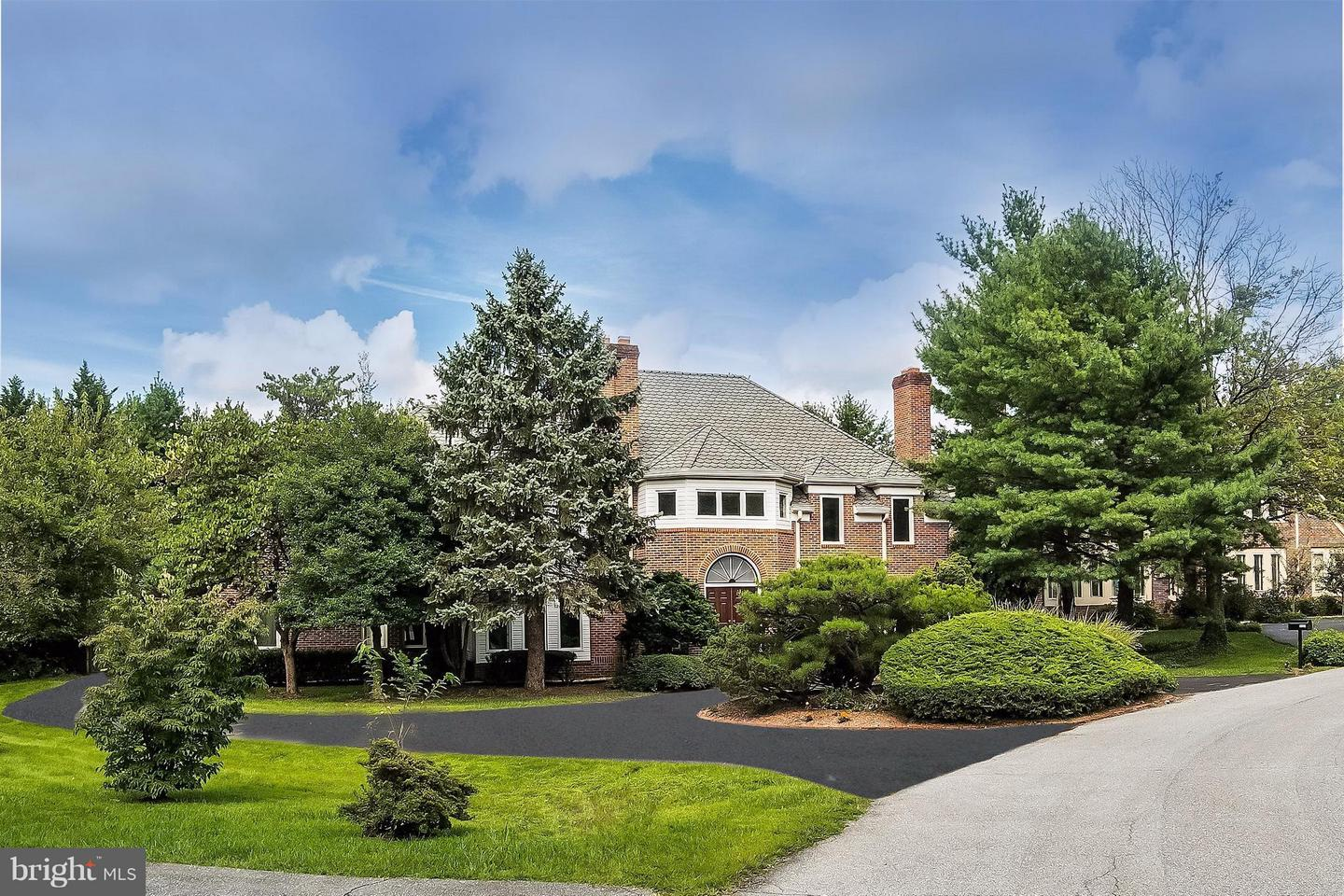 Photo of home for sale at 9223 Cambridge Manor Court, Potomac MD