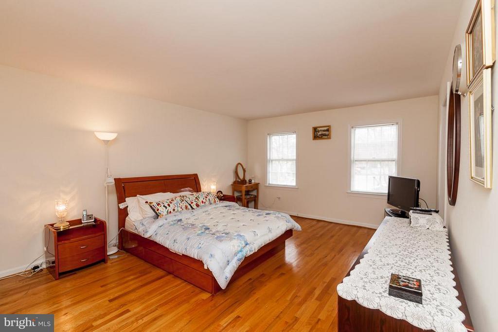 Bedroom (Master) - 5202 BRADWOOD ST, SPRINGFIELD