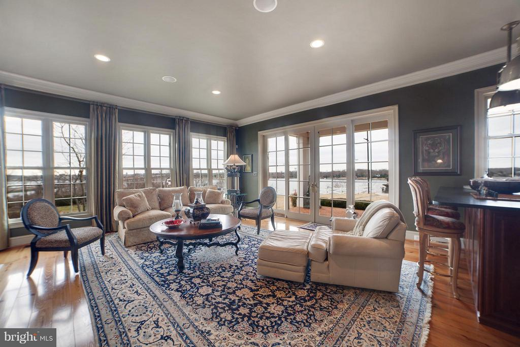 Family Room w/ Wet Bar And Opens to Pool/Side yard - 1932 CARROLLTON RD, ANNAPOLIS
