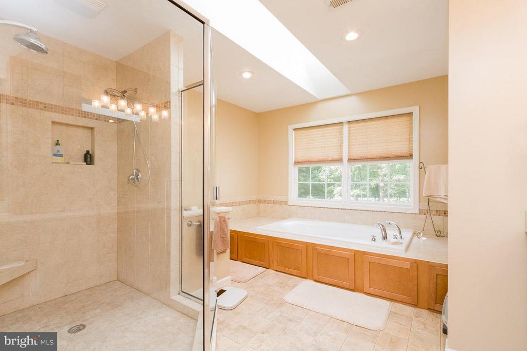 Bath (Master) - 13781 CORONADO CT, MANASSAS