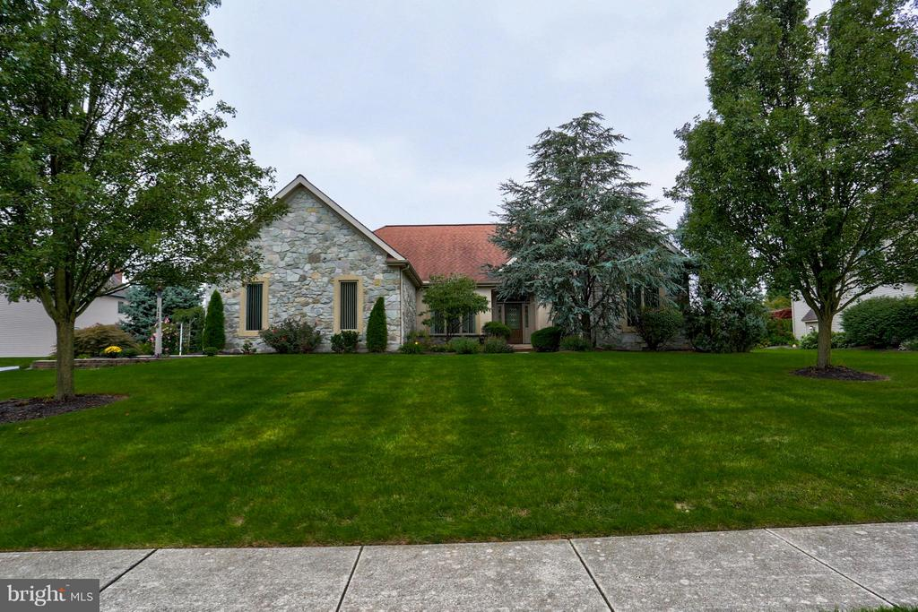 1166 S BRISTOL DRIVE, Manheim Township in LANCASTER County, PA 17543 Home for Sale