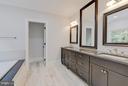 Bath (Master) - 2324 QUEBEC ST N, ARLINGTON