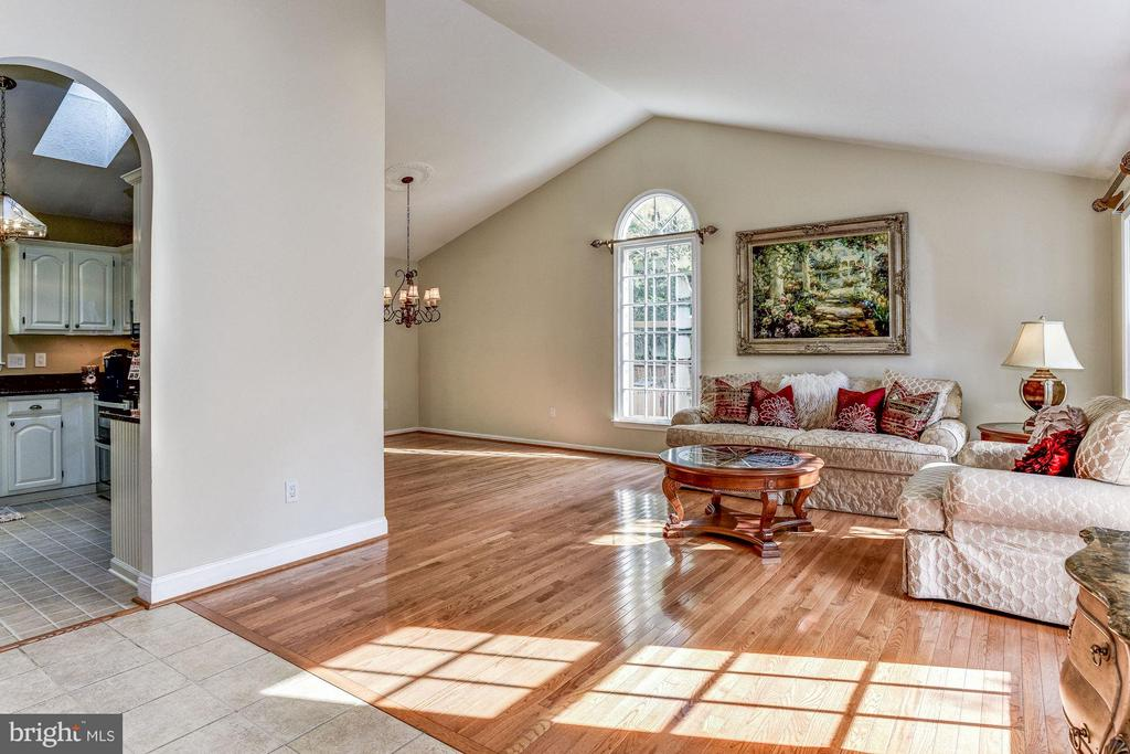 Open Living and Dining Rooms - 5551 CEDAR BREAK DR, CENTREVILLE