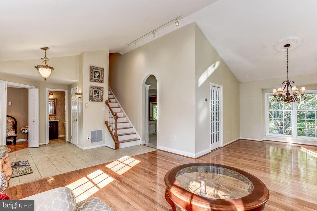 Bright Open Main Level - 5551 CEDAR BREAK DR, CENTREVILLE