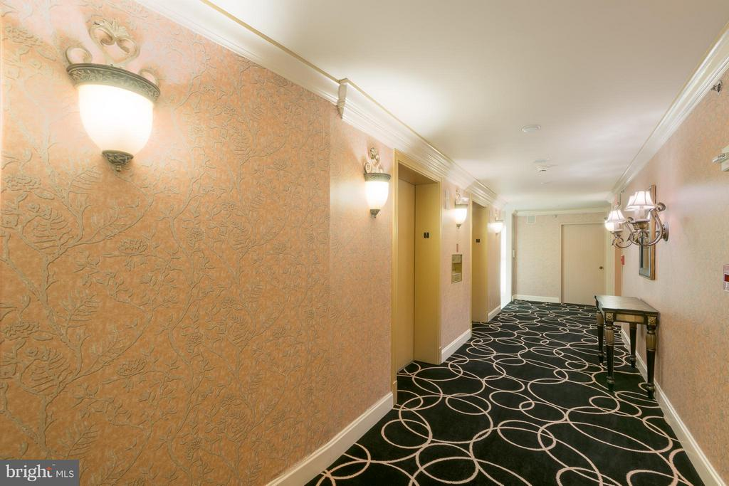 Intimate community with only 4 units per floor - 1200 CRYSTAL DR #211, ARLINGTON