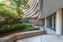 Expansive 156 sq ft private, landscaped terrace - 1200 CRYSTAL DR #211, ARLINGTON