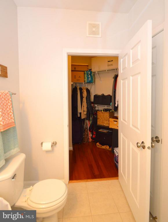 Second Bath walks in to huge walk in closet - 4551 STRUTFIELD LN #4332, ALEXANDRIA