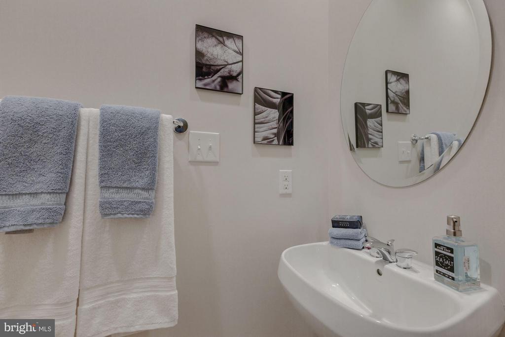 Bath - 1823 16TH ST N, ARLINGTON