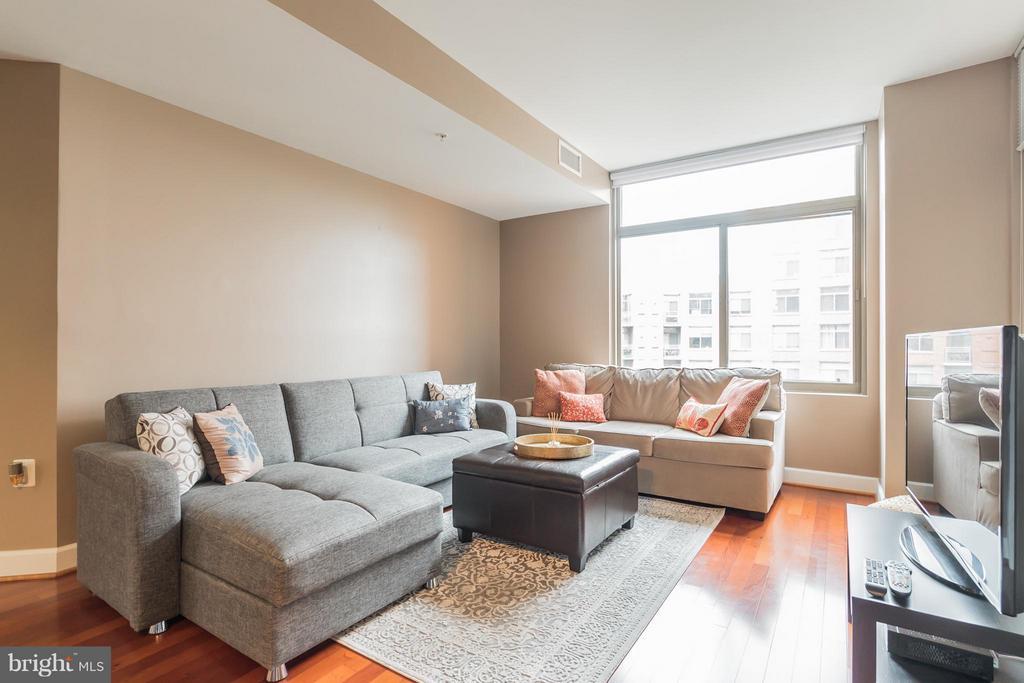 Living Room - 3650 GLEBE RD #541, ARLINGTON