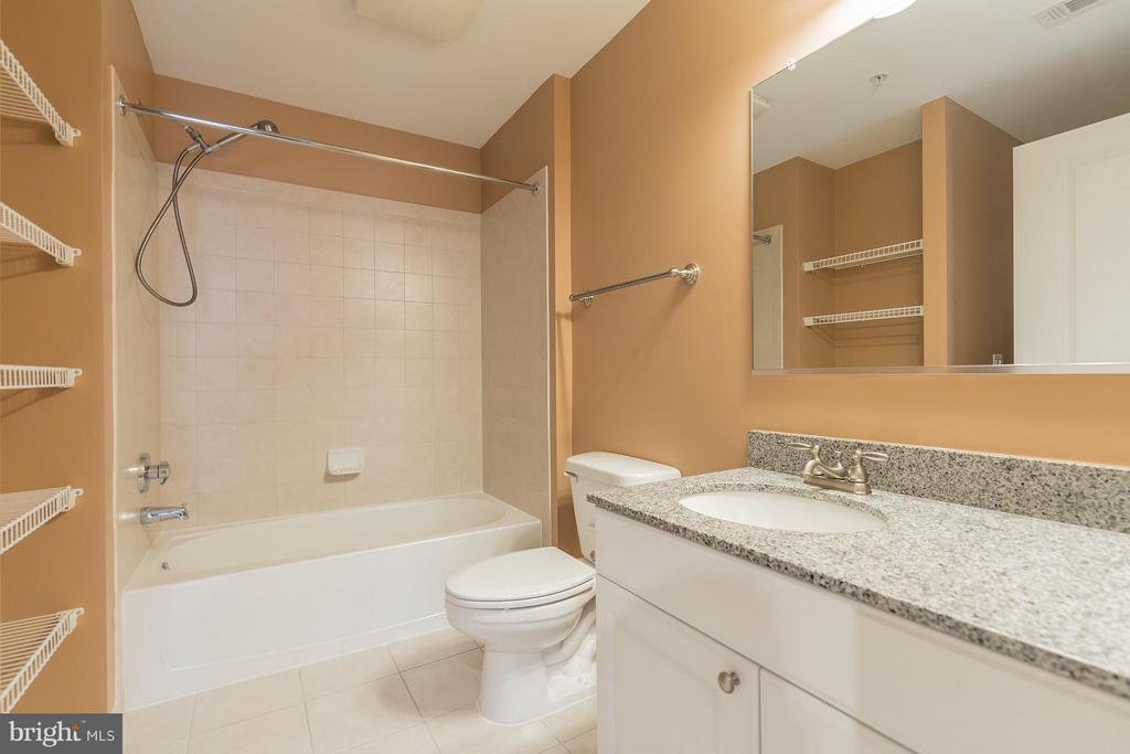 Bath - 3650 GLEBE RD #541, ARLINGTON