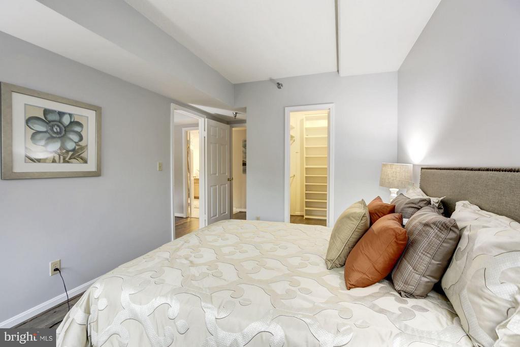 Bedroom (Master) - 2400 CLARENDON BLVD #114, ARLINGTON