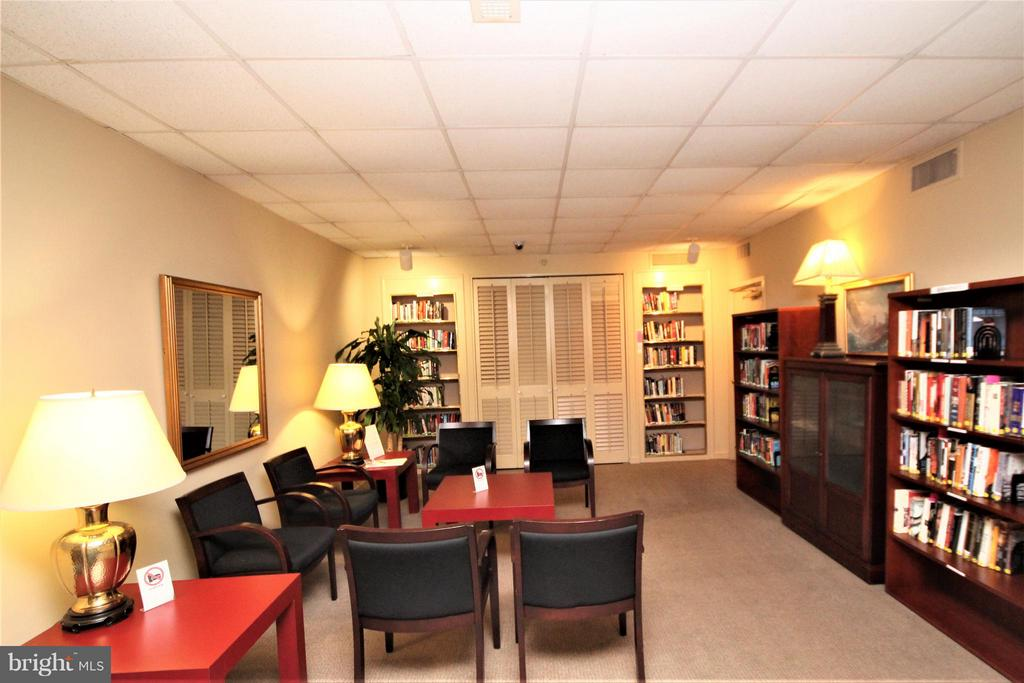 Main floor Community Library - 1600 OAK ST #1727, ARLINGTON