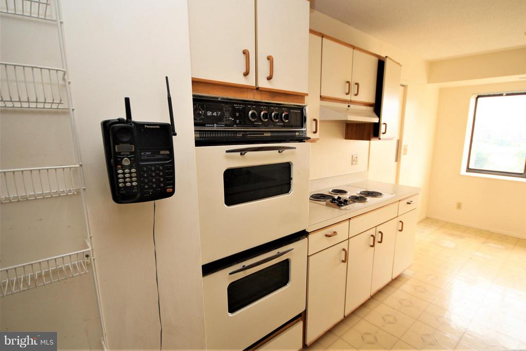 Kitchen - 1600 OAK ST #1727, ARLINGTON