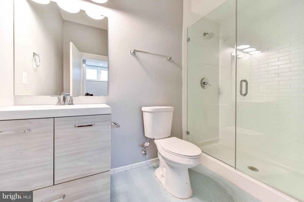 Master Bath on Main Level - 84 P ST NW, WASHINGTON