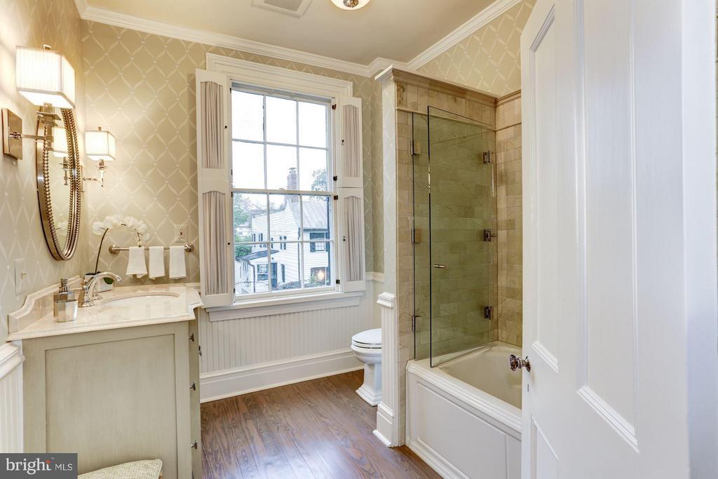 2nd Level Full Bathroom - 3005 O ST NW, WASHINGTON