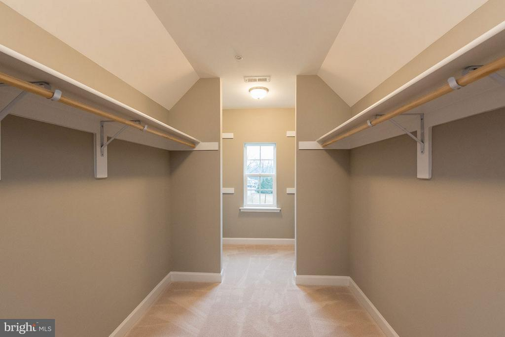 Spacious walk-in closets in Master BR - 10407 DEL RAY CT, UPPER MARLBORO