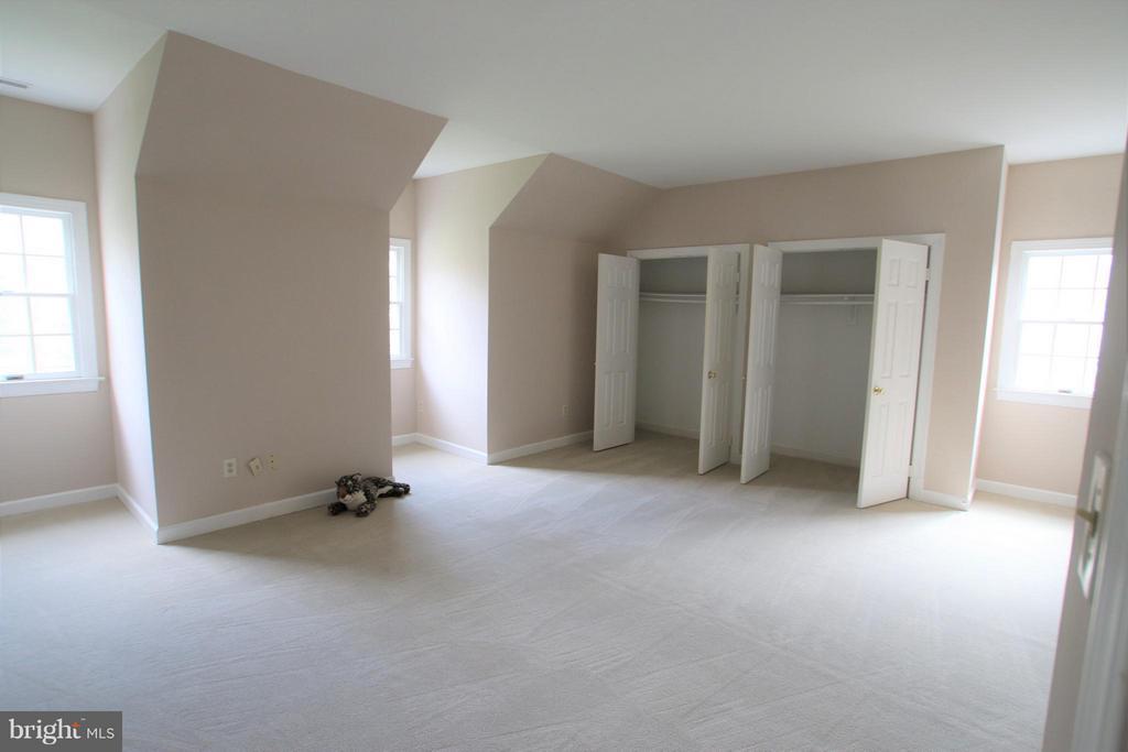 Bedroom - 7812 SWINKS MILL CT, MCLEAN