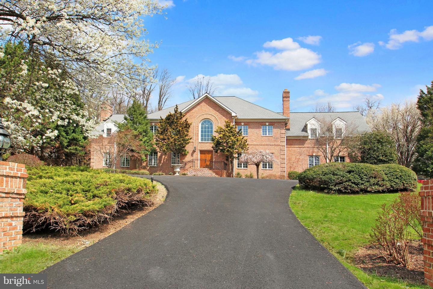 Single Family for Sale at 7812 Swinks Mill Ct Mclean, Virginia 22102 United States