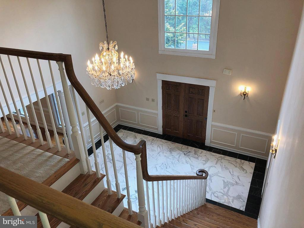 Foyer from overlook - 7812 SWINKS MILL CT, MCLEAN