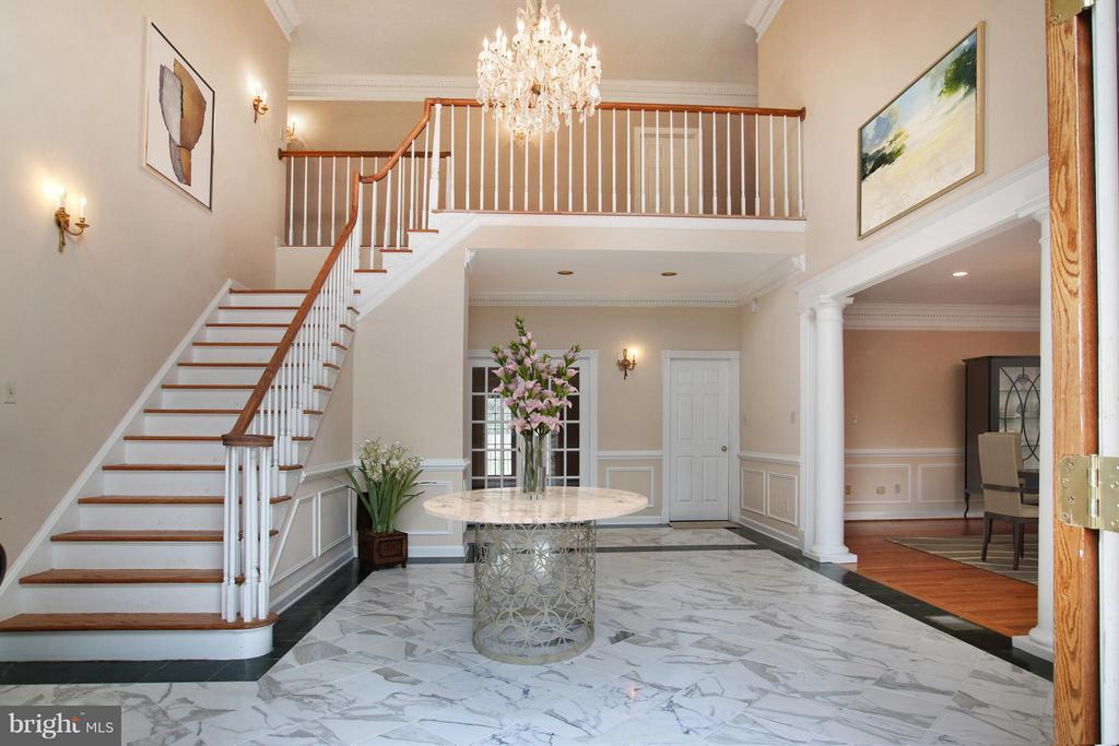 Welcoming foyer with 2-story ceiling - 7812 SWINKS MILL CT, MCLEAN