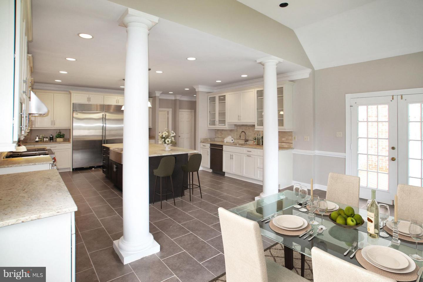 Additional photo for property listing at 7812 Swinks Mill Ct  Mclean, Virginia 22102 United States