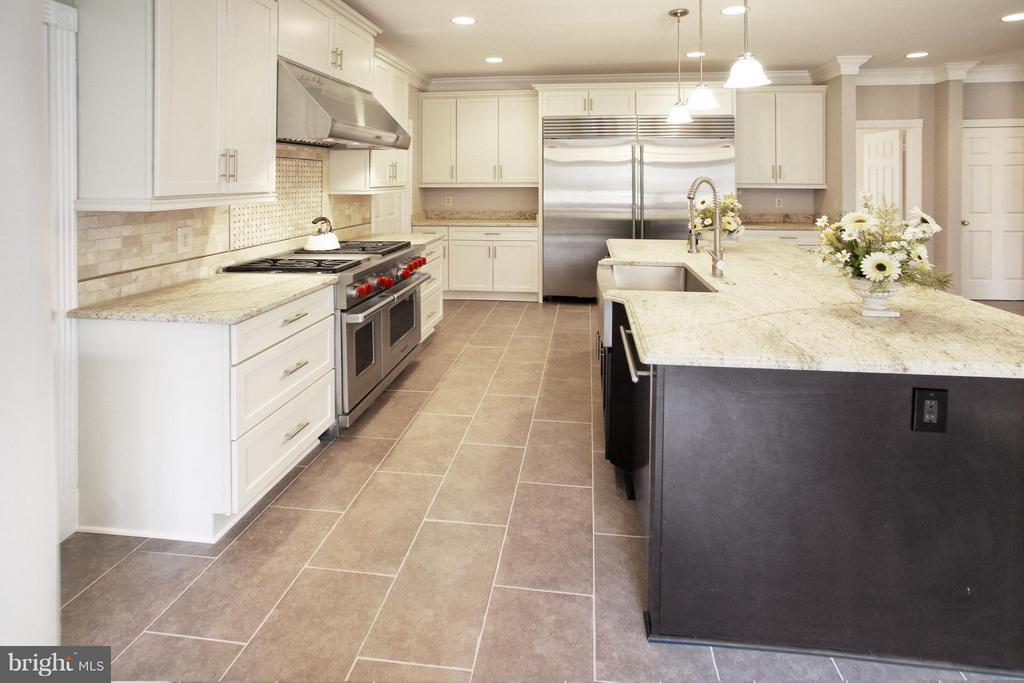 Kitchen - 7812 SWINKS MILL CT, MCLEAN