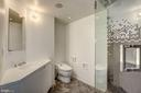 Ensuite Bath - 2002 MASSACHUSETTS AVE NW #2A, WASHINGTON