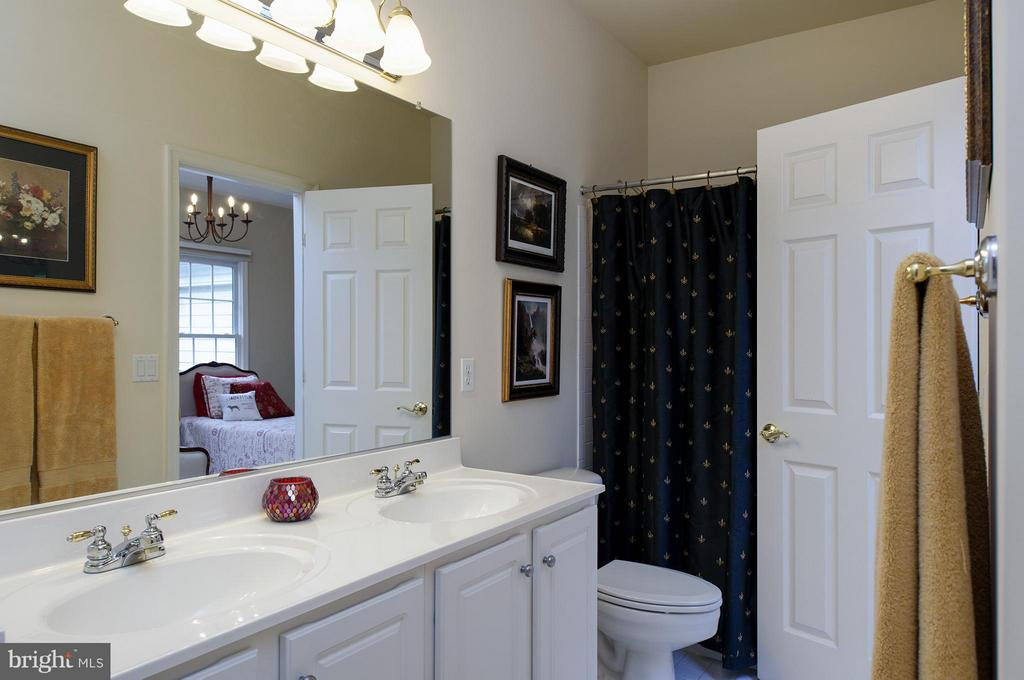 Bath - 11601 TORI GLEN CT, HERNDON