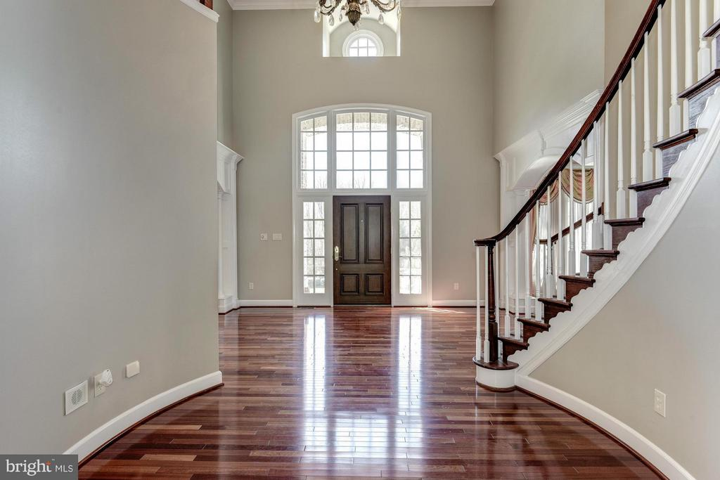 Foyer - 1063 SILENT RIDGE CT, MCLEAN