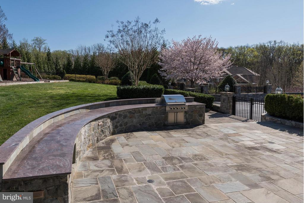 Patio - 1063 SILENT RIDGE CT, MCLEAN