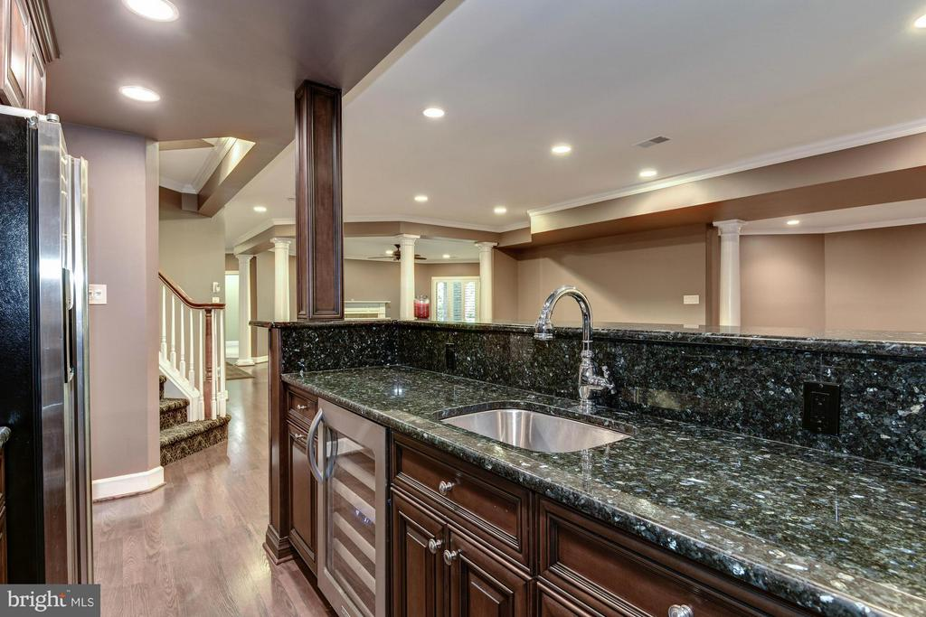 Wet Bar - 1063 SILENT RIDGE CT, MCLEAN