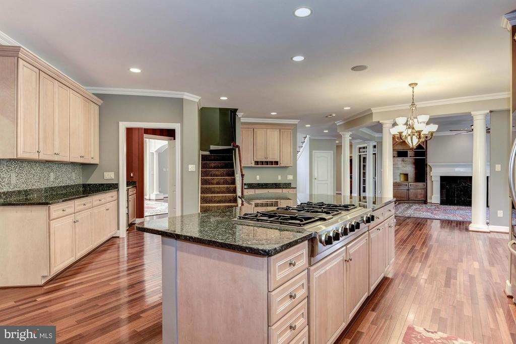 Kitchen - 1063 SILENT RIDGE CT, MCLEAN
