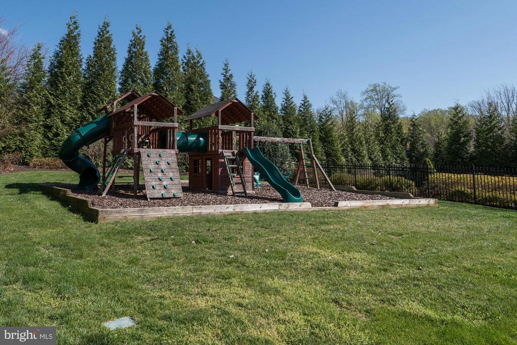 Playground - 1063 SILENT RIDGE CT, MCLEAN