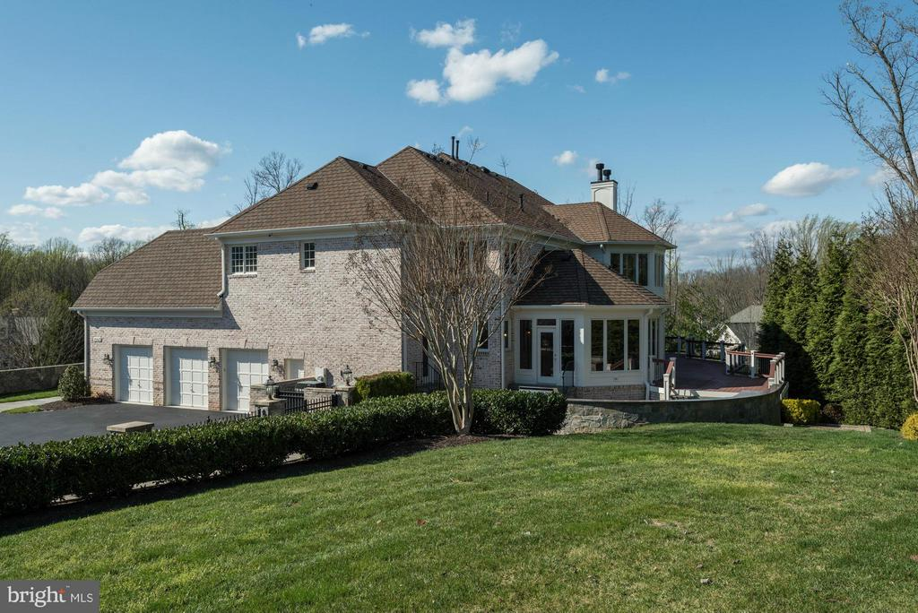 Exterior (Rear) - 1063 SILENT RIDGE CT, MCLEAN