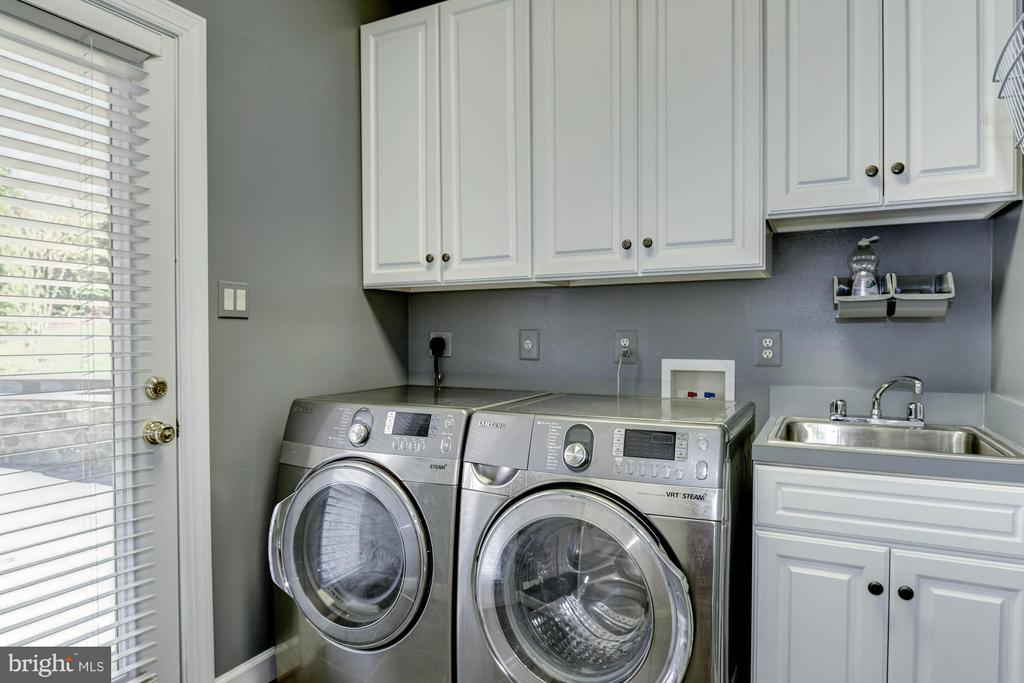 Laundry - 1063 SILENT RIDGE CT, MCLEAN