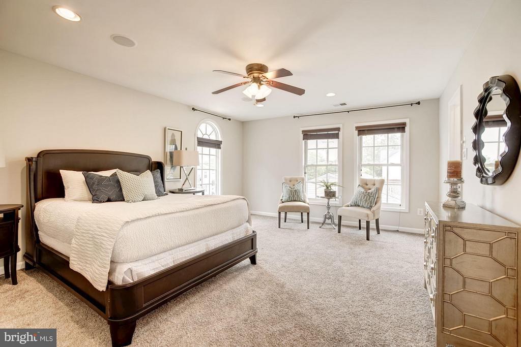 Master Bedroom (1 of 2) - 3702 MUNSON RD, FALLS CHURCH