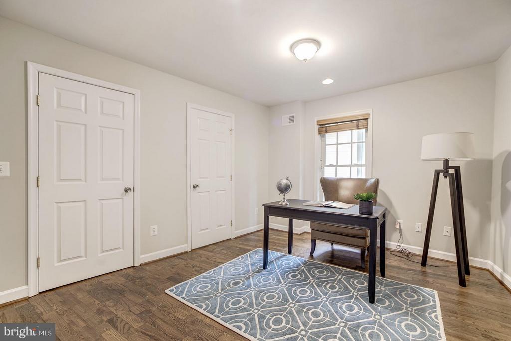 1st Floor Bedroom/Office Suite - 3702 MUNSON RD, FALLS CHURCH