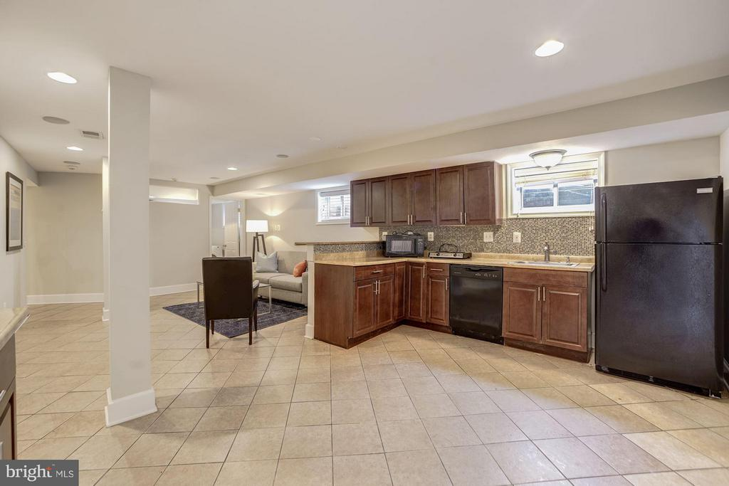 In-Law Suite (2 of 2) - 3702 MUNSON RD, FALLS CHURCH