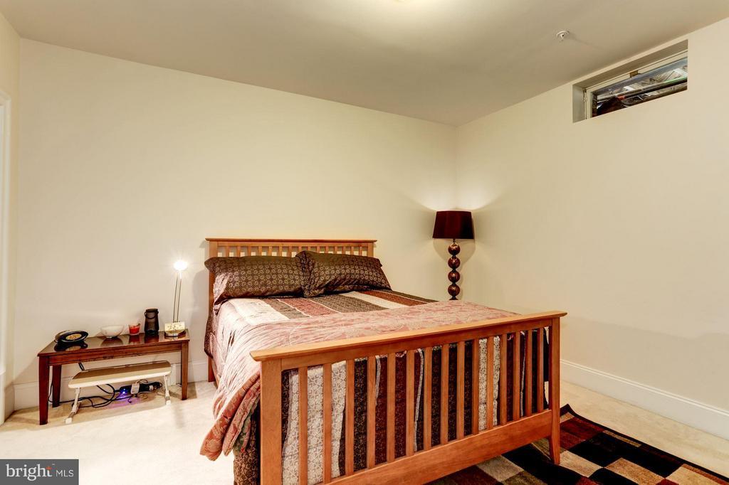 Bedroom - 8404 TYSONS TRACE CT, VIENNA