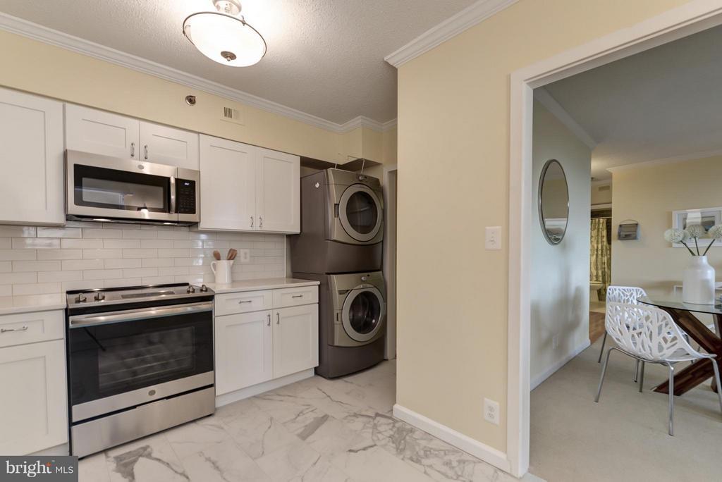 Kitchen - 1805 CRYSTAL DR #810, ARLINGTON