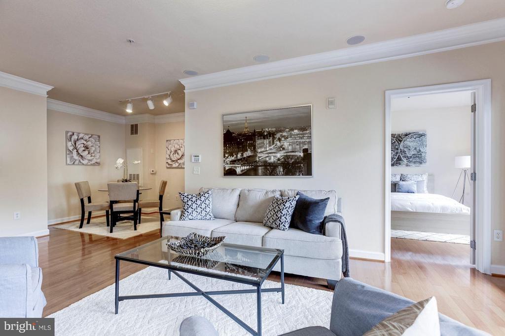 Living Room - 501 HUNGERFORD DR #374, ROCKVILLE