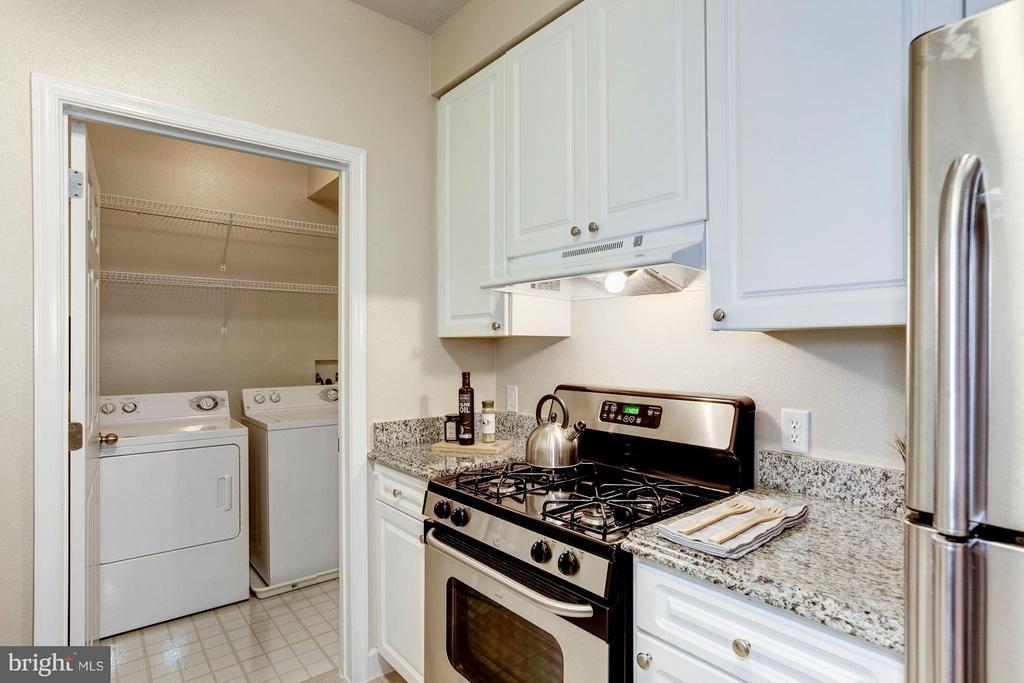 Kitchen - 501 HUNGERFORD DR #374, ROCKVILLE